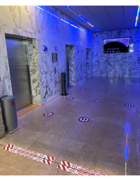 Marquage au sol distance sociale immeuble de bureau batterie ascenseurs